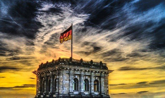 drapeau allemand sur monument